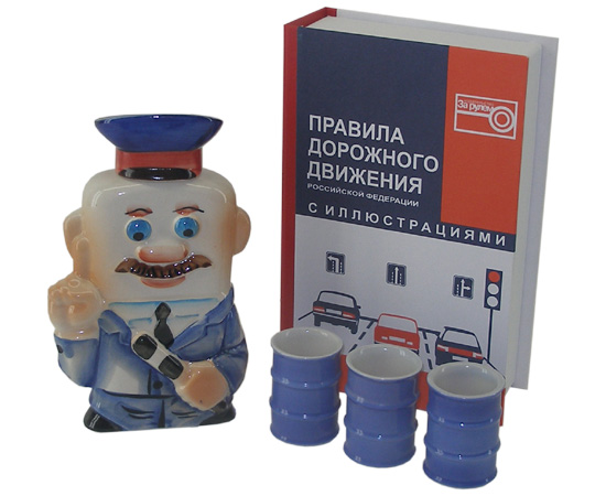 """Книга """"Правила Дорожного Движения"""" с штофом ГАИшник + 3 рюмки"""